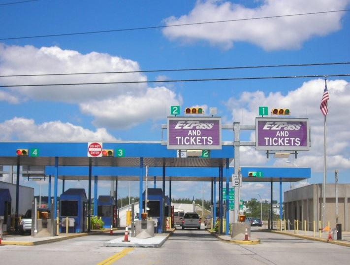 Tollbooths at the Pennsylvania Turnpike's Somerset interchange are seen in an undated photo. (Source: Wikimedia)